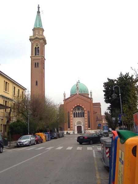 Foto del Santuario Antoniano dell'Arcella, situato nell'omonimo quartiere della città di Padova