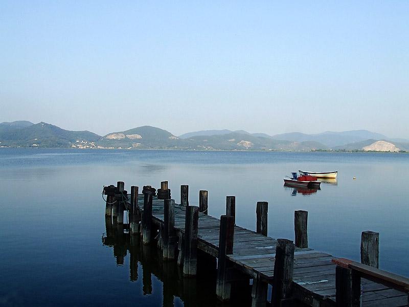 Vista sul lago di Massaciuccoli, su cui si affaccia Torre del Lago Puccini, frazione di Viareggio in provincia di Lucca