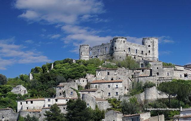 Uno scorcio panoramico del borgo medievale di Vairano Patenora in provincia di Caserta